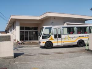 園舎・バス